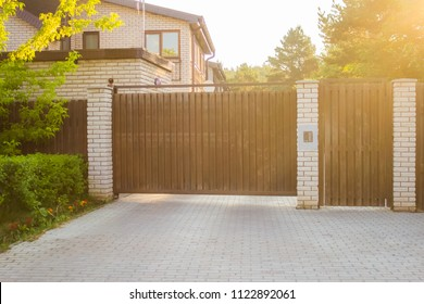 Automatic sliding wooden gates in a cottage