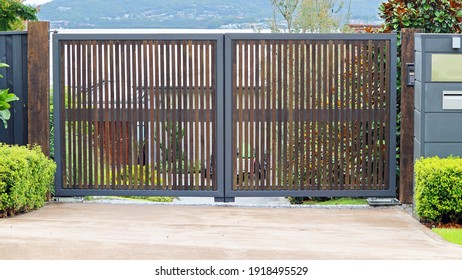 Automatic swing open front entrance gate