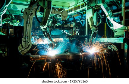 Automationsroboterarmmaschine in der intelligenten Automobilindustrie