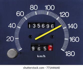 Automobile analogue speedometer and odometer