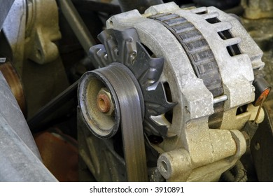 Automobile engine electrical system alternator
