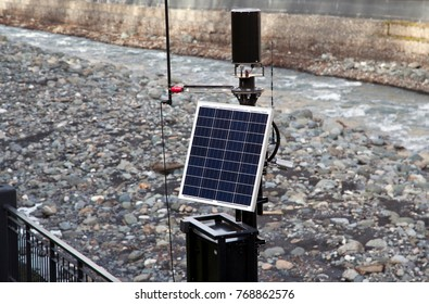 autonomous, energy independent outdoor surveillance camera with automatic solar charge system