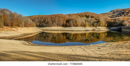 Autumn, in all its splendor, is reflected in the lake