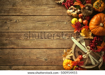autumn background fallen leaves fruits vintage の写真素材 今すぐ