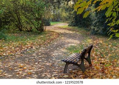 Autumn in the chateau park. Lesna u Val.Mez. Východní Morava. Česko. Evropa.