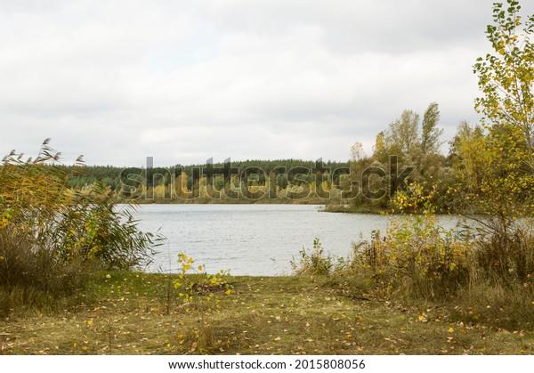 autumn-cloudy-river-landscape-forest-600