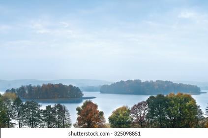 Autumn island Herta on the Mazury lake Wulpi?skie