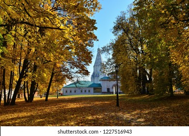 Autumn in October, park Kolomenskoye -  residence of Russian Czar