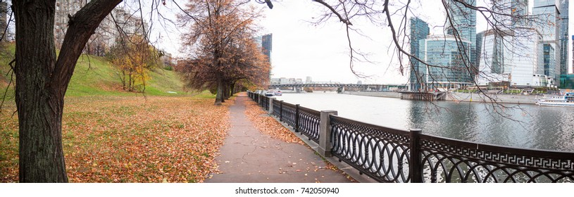 Autumn park in the center of Moscow
