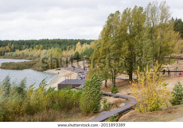 autumn-river-beach-wooden-paths-600w-201