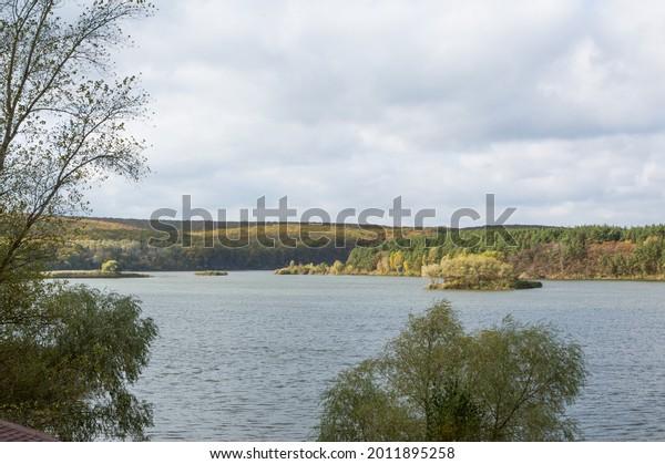 autumn-river-forest-landscape-cloudy-600