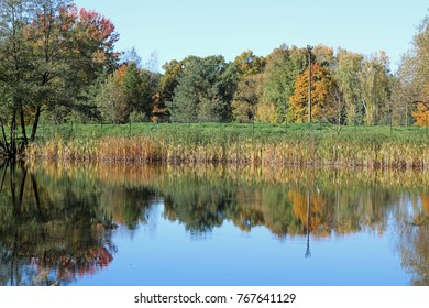 Autumn scenery doubled by lake reflection