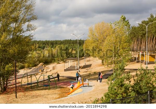 autumn-sunny-landscape-people-walking-60