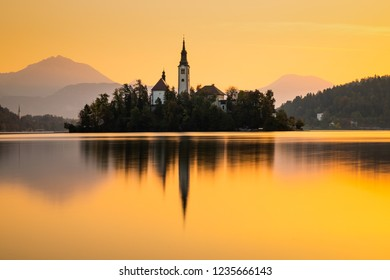Autumn view on Bled Lake with Pilgrimage Church of the Assumption of Maria, Bled, Slovenia, Europe