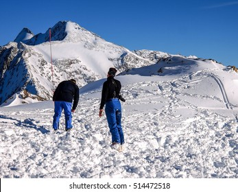 avalanche recovery, probing and digging