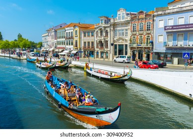 AVEIRO, PORTUGAL - AUG 21: Moliceiro boats sail along the central canal  on August 21, 2015 in Aveiro, Portugal