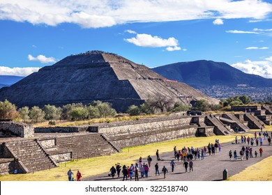 Avenue of Dead and Sun Pyramid, Temple of Sun Teotihuacan, Mexico City Mexico