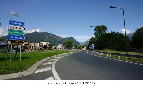 Avigliana, Sant'Ambrogio, Torino / Italia - 21/06/2020: La strada per l'abbazia della Sacra di San Michele (San Michele)