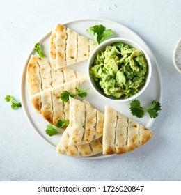 Avocado dip with pita bread