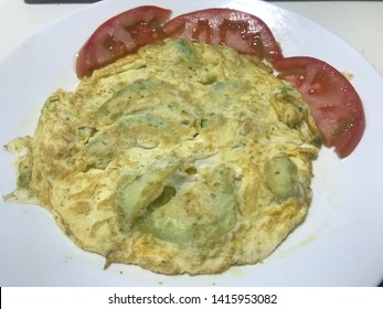 avocado omelette with tomato with olive oil