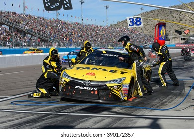 AVONDALE, AZ - MAR 13: Carl Edwards last pit stop at the NASCAR Sprint Cup Good Sam 500 race at Phoenix International Raceway in Avondale, AZ on March 13, 2016