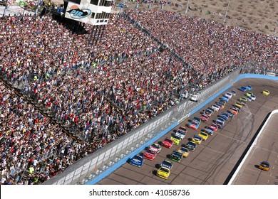 AVONDALE, AZ - NOV 15: The NASCAR Cup Series teams take to the track for the Checker O'Reilly Auto Parts 500 race at the Phoenix International Raceway on November 15, 2009 in Avondale, AZ.