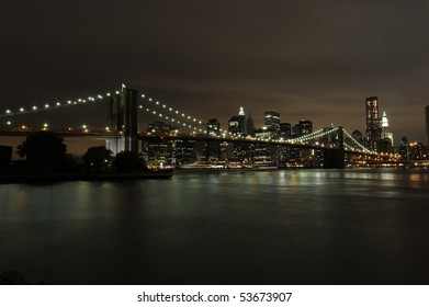The awe inspiring skyline of Downtown Manhattan and the Brooklyn Bridge