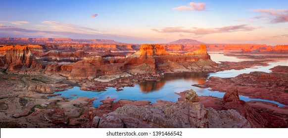 Awesome sunset panorama at Lake Powell, Utah, USA.