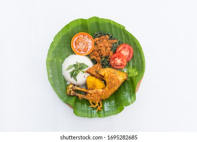 Ayam Goreng Kremes. Is a very popular cuisine among the people of Indonesia. This cuisine is easily found everywhere, both in roadside stalls to restaurants and star-rated hotels.