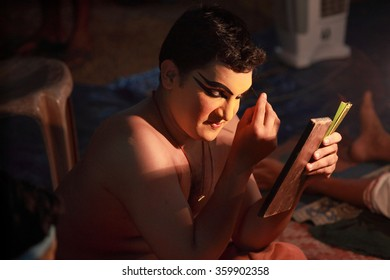 AYROOR, INDIA - JAN 08: An unidentified Kathakali artist does make-up before on-stage performance during a festival organised by District Kathakali club on January 08, 2016 in Ayroor, Kerala,India