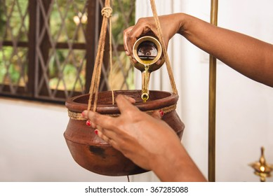 Ayurveda shirodhara treatment in India