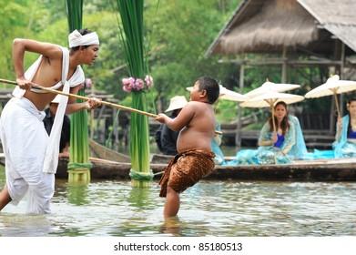 "AYUTHAYA, THAILAND - AUGUST 27: Unidentified Thai dancers perform the Thai literature called ""Phra Aphai Mani"" at Ayutthaya Klong Sa Bua & Water Theater on August 27, 2011 in Ayuthaya, Thailand."