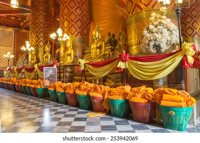 AYUTTHAYA, THAILAND - Febbuary 16: People work with cloth on Buddha image in Wat Phanan Choeng temple on Febbuary 16, 2015 in Ayutthaya, Thailand. Ayutthaya is former capital of Siam (former Thailand)