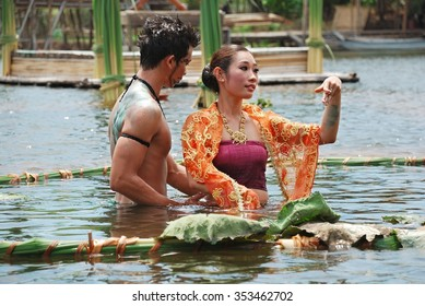 Ayutthaya, THAILAND - February 6, 2011 :Unidentified Thai traditional dance, Ayutthaya Klong Sa Bua Floating Market & Water Theatre.