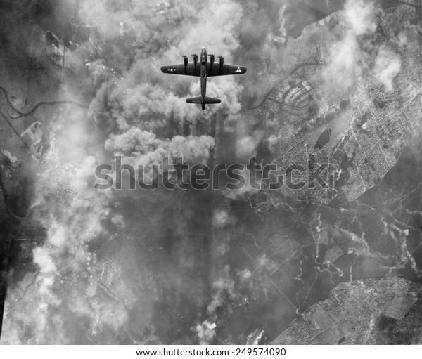1945年3月にドイツのアークナーで起きた爆撃で、B-17爆撃機が爆破した。