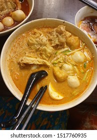 Baba Nyonya Laksa - Scrumptious curry laksa with fried tofu, fish ball, boiled egg and shrimp, perfect for dinner after touring around Melaka