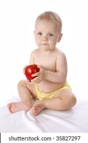 The babe with a apple in hands
