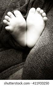 baby feet heart in black and white - newborn shooting
