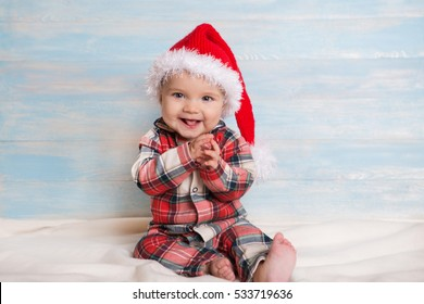 Baby first christmas. Baby with santa hat. Santa baby. 9c67b4560e79