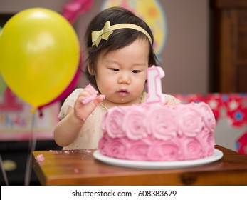 baby girl celebrate her first birthday