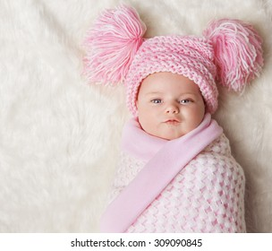 Baby Girl Wrapped Up in Newborn Blanket, New Born Kid Bundled Hat, One Month on Carpet