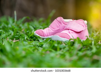 Baby shoes in pink at the lawn.