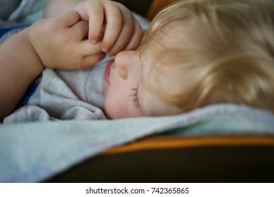 Baby sleeps in car seat