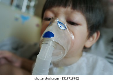 baby using nebulizer mask machine