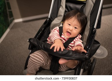 Baby who hates to ride a stroller / A Japanese baby of ten months of age