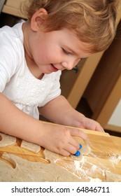 Baby-Girl is baking christmas-cookies