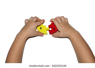 The baby's hand is a picking puzzle on a white background. Two parts of the puzzle do not converge to a heavy problem solution