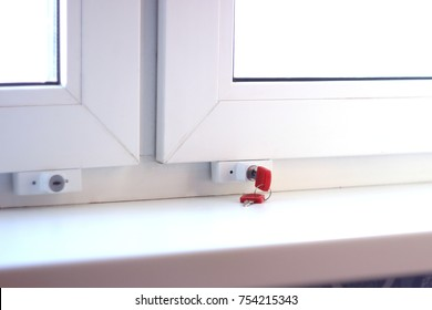 Baby's hand and secure window handle with key. lock on the window for protection from the child. you can flip the frame, without opening the window to the pan. children will not fall out