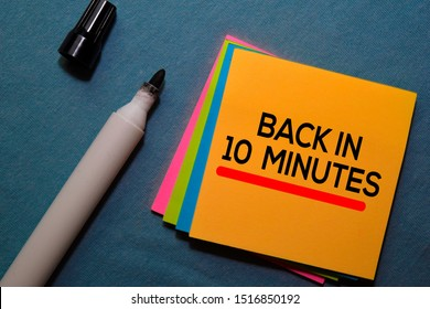 Back in 10 Minutes on sticky notes isolated on Office Desk
