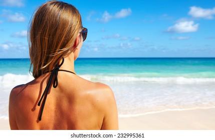 c910130dff2e Imágenes, fotos de stock y vectores sobre Mujer De Espaldas Bikini ...